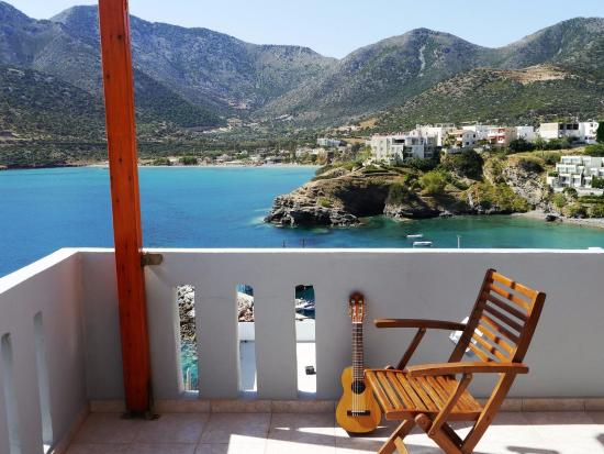 Villa Vasilis: Side view overlooking harbour
