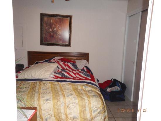 Paradise Isle Resort : Bedroom from bathroom door
