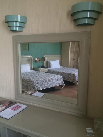 Hotel Nueva Galicia: Vista Habitacion