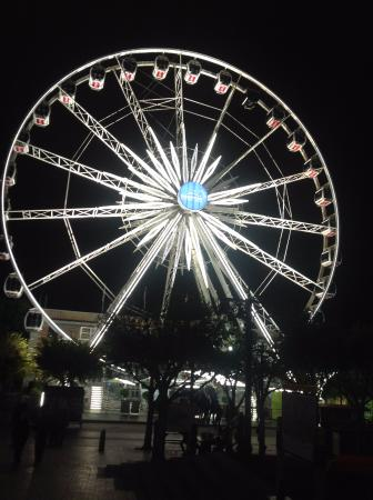 Victoria & Alfred Hotel: Famous Ferris Wheel- a must to ride