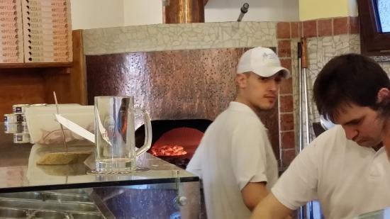 Cardano al Campo, Italia: Wood burning pizza oven