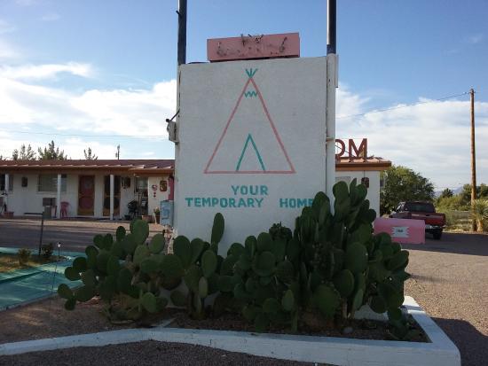 Sahara Motel Photo