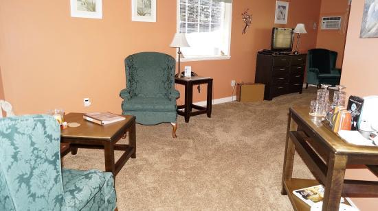 The Inn at the Ninth Hole: Peach room