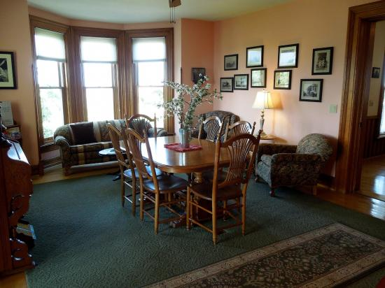 Country Hermitage Bed and Breakfast Traverse City: Formal Dining Room