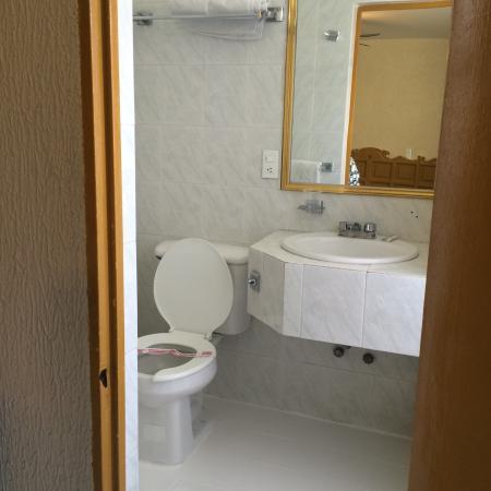 Hotel Colon Express: Baño Habitación