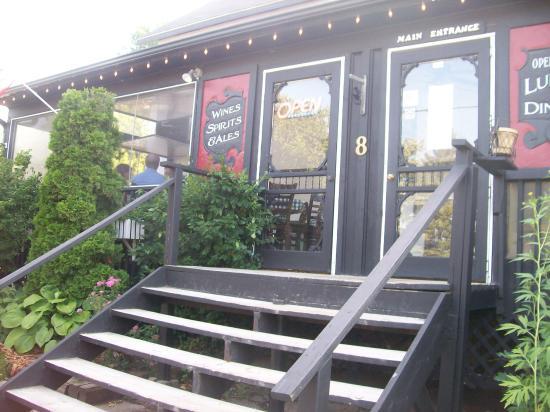 Lion's Head Inn & Restaurant: The entrance