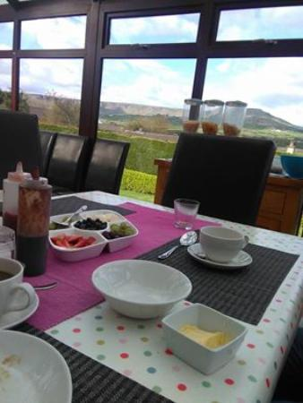 Cairnview Bed and Breakfast: Breakfast room.