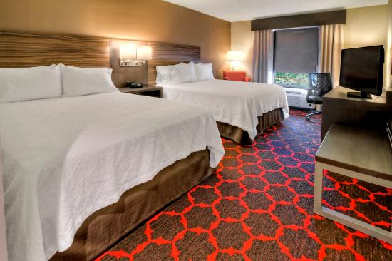 Cookeville, Tennessee: Queen Beds Guest Room