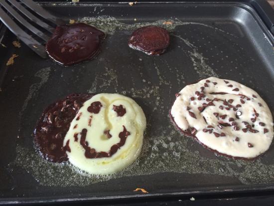 Fun to make pancakes , Slappy Cakes, Singapore Traveller