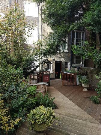 Regency House Hotel: Jardin