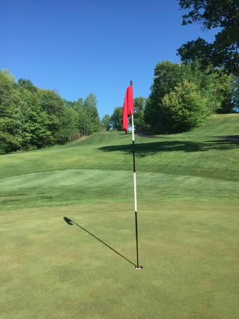 Pequot Lakes, MN: Par 3 that starts at the top of a big hill