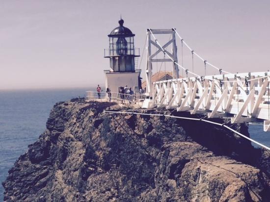 Саусалито, Калифорния: Point Bonita Lighthouse at the edge of SF Bay and the Pacific Ocean