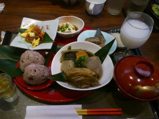 Amami, Japonia: 奄美御膳