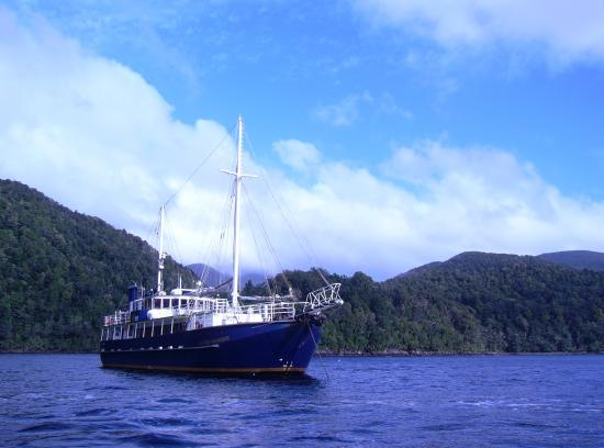 Manapouri, New Zealand: The'Milford Wanderer', the ship on which the Preservation Inlet cruise travels