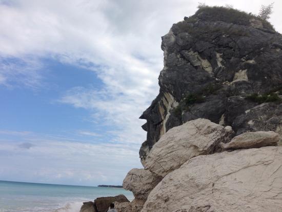 West Timor, Indonesia: Batu yang katanya mirip wajah manusia