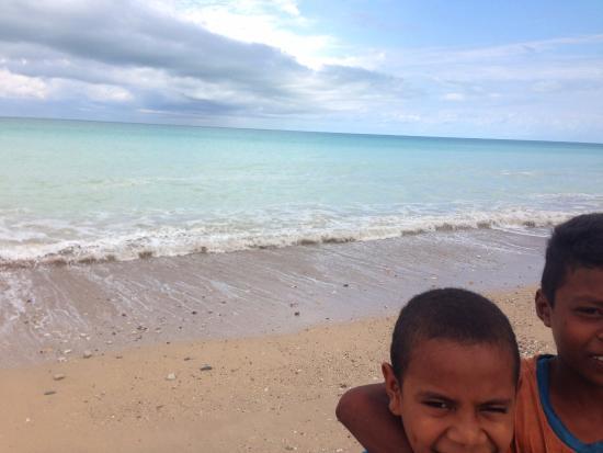 West Timor, Indonesia: Keceriaan anak-anak pantai Kolbano