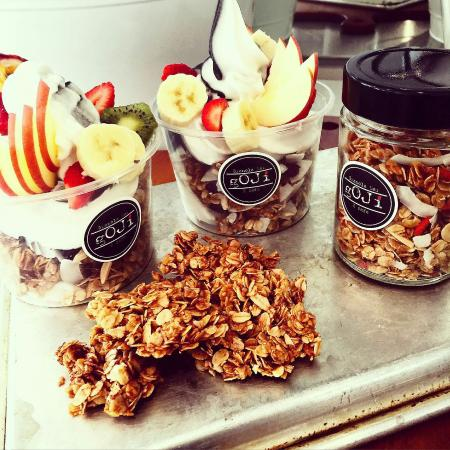 Clear Island Waters, ออสเตรเลีย: Goji Granola Bar and Cafe