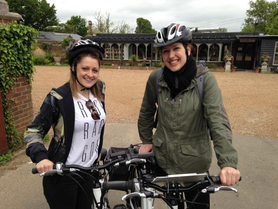 Biddenden, UK: A girls day out on the ebikes