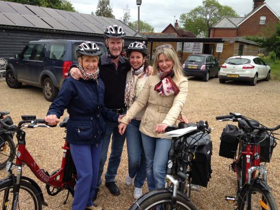 Biddenden, UK: A beguim Family on a day out