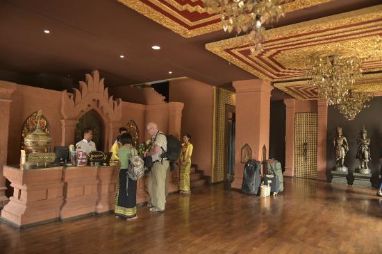Piękny Hotel w Mandalay - recenzja Bagan King …