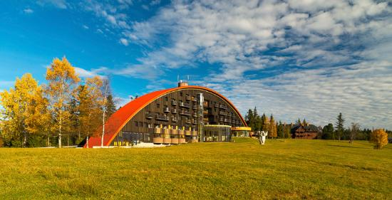 Tatranska Javorina, Slovakia: Hotel side view