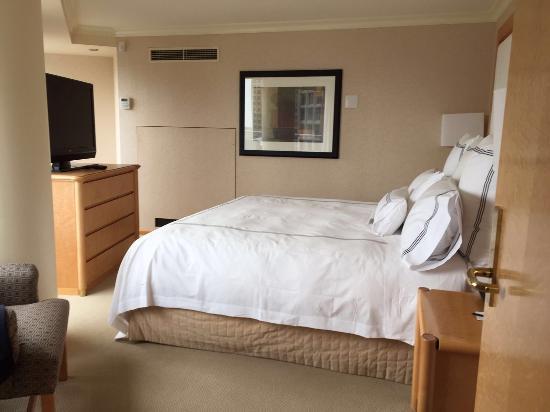 Pan Pacific Vancouver: Sehr Schönes Clubzimmer Im 32 Stock, Separates  Wohnzimmer, Mit Bar