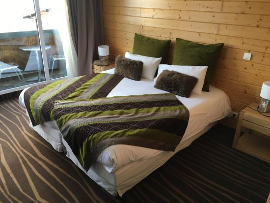 Le Grand Tetras Hotel: Grand lit composé de 2 lits. Pas d'inquiétude à avoir, vous ne tomberez pas entre les 2...
