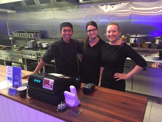 Ringwood, Australia: Great team at Thai Ute cooking up some of the best Thai flavours in Melbourne