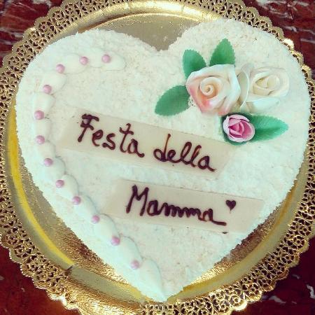 Torta Per La Festa Della Mamma Foto Di Pasticceria Pegurri