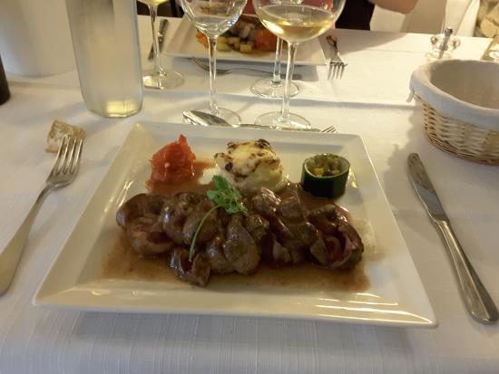 Les Tourrettes, Francia: Rognon de veau rosé légèrement déglacé au madère.