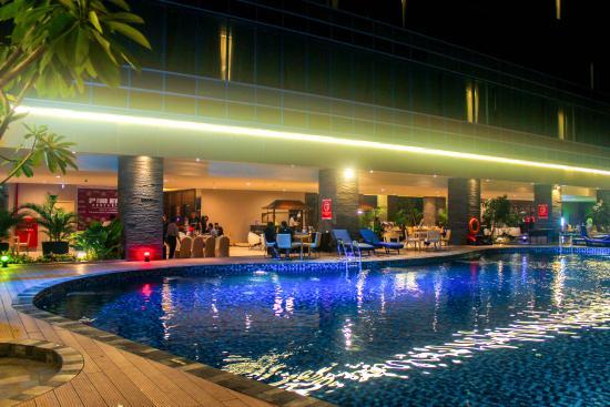 Aquamarine Pool & Bar