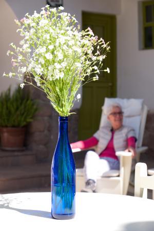 Ninos Hotel: Zon of schaduw in de patio