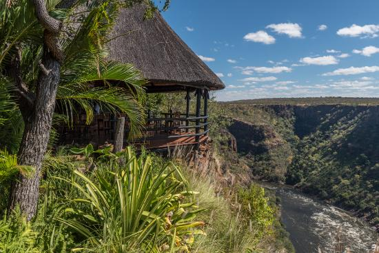 Gorges and Little Gorges Lodge: The dining area at Gorges Lodge overlooking The Zambezi