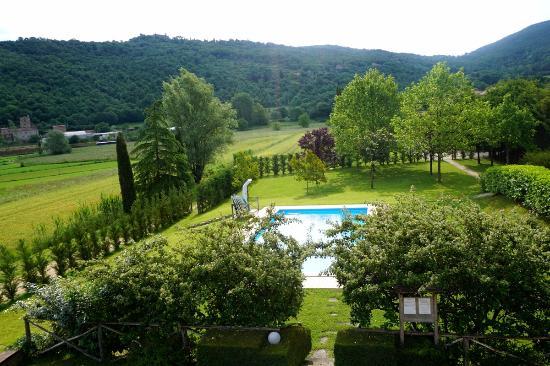 Lisciano Niccone, Italien: Blick auf Garten und Pool