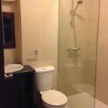 Mourne Country Hotel: Bathroom