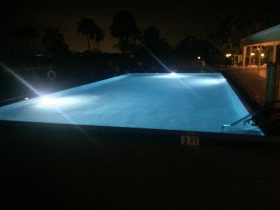 Juno Beach, Flórida: Our new LED lights give a great look for the night bathers!
