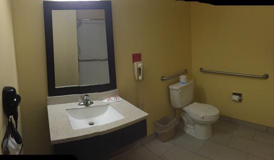 Miami, OK: Accessible Bathroom