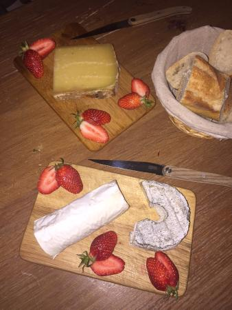 Antony, فرنسا: un peu de douceur fromagère accompagnée de mara des bois succulentes!