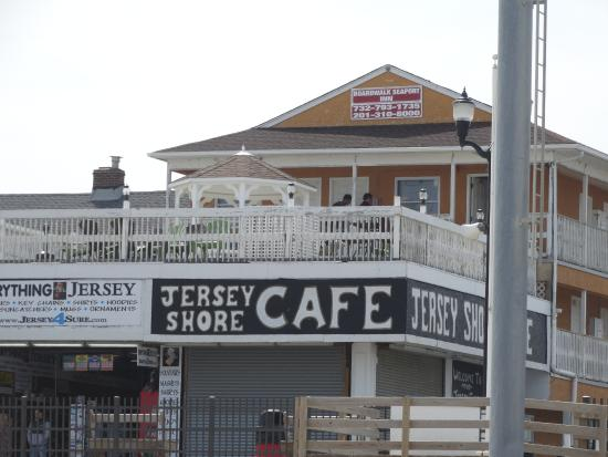 Boardwalk Seaport Inn: the balcony of the hotel with restraunt underneath