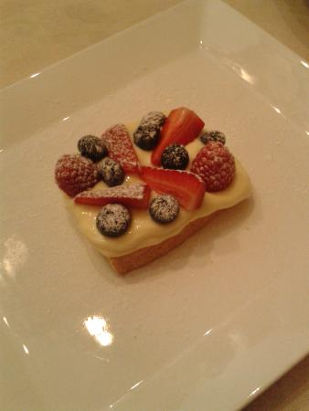 Osteria del Sole: Frolla, crema Chantilly e frutti di bosco
