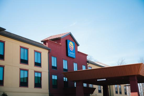 Comfort Inn & Suites Tunkhannock: Front Exterior