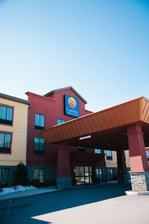Comfort Inn & Suites Tunkhannock: Front Entrance