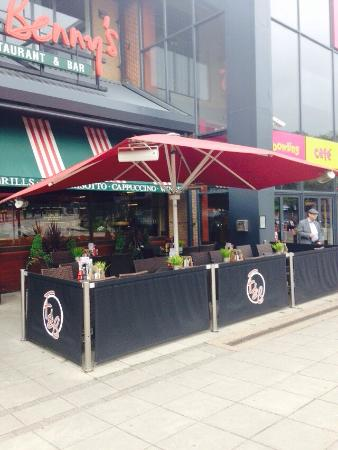 Frankie & Benny's New York Italian Restaurant & Bar - Watford: Came and enjoy outside area! Great time🌞