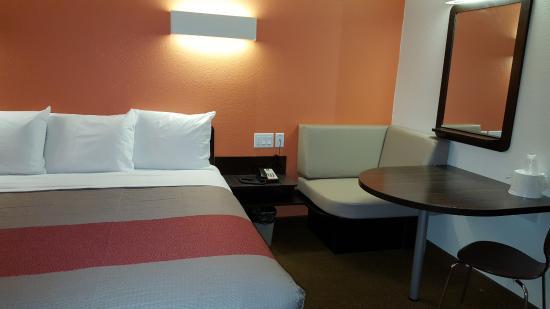 Motel 6 Erie Photo