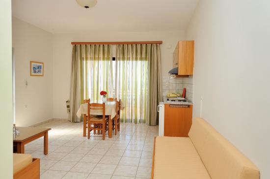 Nanakis Beach Apartments: Interior 5