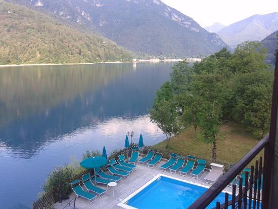 Ristorante Mezzolago: vista lago dall'albergo