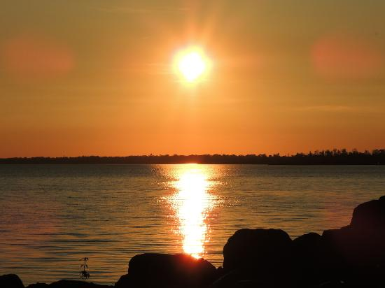 Leamington, Kanada: Sunset view from the deck