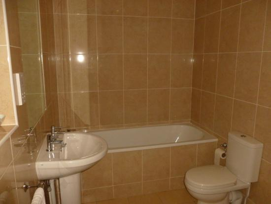 Square & Compass Inn : Wet room bath