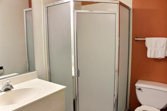Motel 6 King City: Bathroom