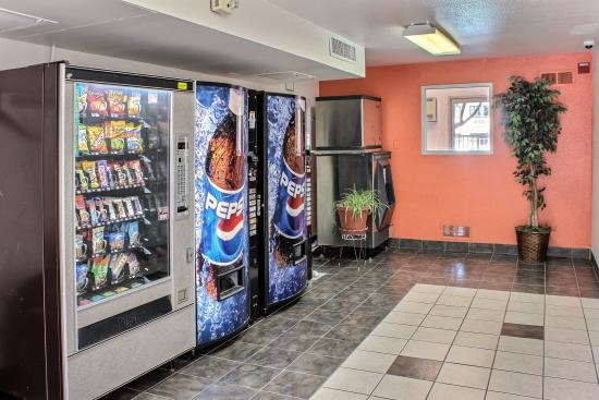 Motel 6 King City: Vending